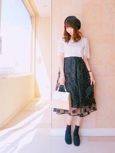 花柄刺繍のフレアスカートにレーストップスを合わせてロマンティックビンテージ風に(๑>◡<๑) カゴバ