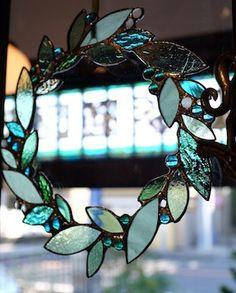 SG leaf wreath
