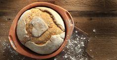 Υπέροχη συνταγή για ψωμί χωρίς ζύμωμα από τον Άκη Πετρετζίκη. Βρείτε τη συνταγή στο akispetretzikis.com & φτιάξτε ψωμί με αυτόν τον εύκολο τρόπο, χωρίς ζύμωμα. Knead Bread Recipe, No Knead Bread, Rum And Lemonade, Lemonade Slushie, Raw Food Recipes, Bread Recipes, Greek Bread, Protein Smoothie Recipes, Smoothies
