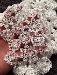off White lace trim with daisy flowers, crocheted lace trim, retro floral trim lace, vintage flowers lace trim, bridal lace Needle Tatting, Needle Lace, Bobbin Lace, Needle And Thread, Bead Sewing, Hairpin Lace, Lacemaking, Crochet Tablecloth, Retro Floral