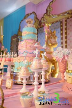 Cute little cakes Carousel Birthday Parties, Carnival Birthday, Baby Birthday, 1st Birthday Parties, Carousel Cake, Carousel Party, Circus Party, Horse Party Decorations, Birthday Party Decorations