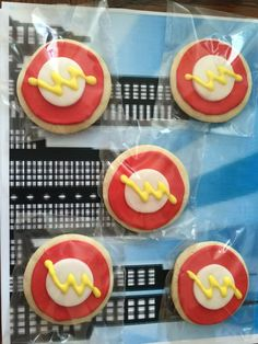 The Flash Cookies.. here is how to make this cute cookie for any birthday.. Superhero, The Flash Cookie idea..
