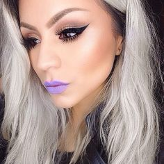 "30 Photos That Prove Makeup Doesn't Have To Be ""Natural"" To Be Beautiful 