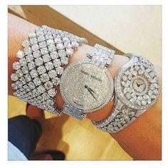 #fashion #trend #trendy  #stylish #elegant #summer #look #outfit #instafashion #streetstyle #fashionblogger  #riyadh #saudi #nyc #celebrity #designers #makeup  #beauty #luxury #classy #casual #diamonds #brands #shopping #chic #afashioner#instastyle #runway #fashionblog
