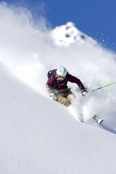 Skifahren und Snowboarden auf den Ötztaler Gletschern in Tirol Skiing in Soelden in Tyrol