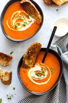 This vegan tomato soup is perfectly creamy, extra delicious, and so easy to make. It will soon be your favourite! Easy Tomato Soup Recipe, Vegan Tomato Soup, Delicious Vegan Recipes, Raw Food Recipes, Healthy Recipes, Healthy Soups, Vegan Soups, Party Recipes, Brunch Recipes