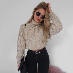 This is one of the cutest crop top sweater outfits! This is one of the cutest crop top sweater outfits! Mode Outfits, Trendy Outfits, Fall Outfits, Fashion Outfits, Womens Fashion, Ladies Fashion, Crop Top Outfits, Fashion Pics, Fashion 2016