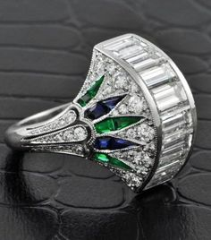 Jewelry Diamond : A platinum cocktail ring in an Art Deco-inspired design. The ring features a row. - Buy Me Diamond Art Deco Ring, Art Deco Jewelry, I Love Jewelry, Bling Jewelry, Jewelry Accessories, Jewelry Design, Jewellery, Art Deco Fashion, Fashion Jewelry