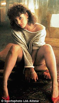 How to dress like Alex Owens from Flashdance. This guide will show you how to make your own homemade DIY Alex Owens costume Flashdance Costume, Flashdance Movie, Biracial Women, Alex Owens, Jennifer Beals, Dirty Dancing, Movie Costumes, Hollywood Celebrities, 1990s