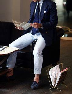 The Versatile Gent. Blue Blazer.  Mens style / mens fashion