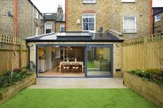 Wraparound extension with large sliding doors - Gartentypen Kitchen Extension Side Return, House Extension Plans, Building Extension, Side Extension, House Extension Design, Extension Designs, Glass Extension, Extension Google, Extension Ideas