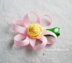 How to make Loopy Ribbon Flowers- a step by step tutorial. How to make Loopy Ribbon Flowers- a step by step tutorial. Ribbon Hair Clips, Hair Ribbons, Diy Hair Bows, Flower Hair Clips, Ribbon Flower Tutorial, Diy Ribbon, Ribbon Crafts, Ribbon Bows, Ribbon Art