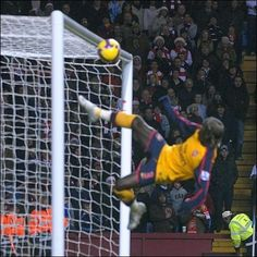 this is why Arsenal miss Sagna .. awesome defending!