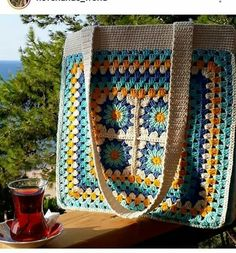 Free and easy 45 Different colors Crochet Bag and Handbag Ideas bag crochet pattern free; Crochet Wallet, Crochet Tote, Crochet Handbags, Crochet Purses, Crochet Gifts, Knitting Blogs, Knitting Patterns, Crochet Patterns, Sac Granny Square