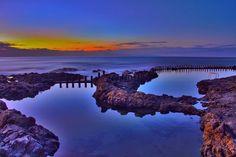Hora azul en las piscinas de Agaete. Cool Places To Visit, The Good Place, Northern Lights, Tourism, Sky, Nice, Beach, Outdoor, Image