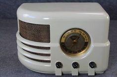 OLD-MAJESTIC-DECO-STYLE-BAKELITE-TUBE-RADIO-SUPER