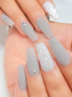 Acrylic Nails Coffin Pink, Simple Acrylic Nails, Acrylic Nails With Design, Acrylic Nails Almond Matte, Winter Acrylic Nails, White Acrylic Nails With Glitter, White And Silver Nails, Light Blue Nails, Silver Glitter Nails