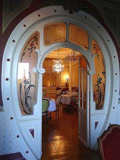 "Beautiful interior door in the famous café ""Confeitaria Nacional""- porta em forma de ferradura -, in # Lisbon downtown # Portugal Art Nouveau Architecture, Art And Architecture, Architecture Details, Cool Doors, Unique Doors, Art Deco, Door Gate, Entrance Doors, Doorway"