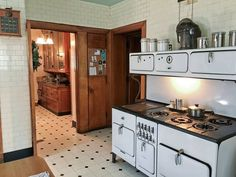 Ebay Watches, Vintage Stoves, Vintage Appliances, Types Of Houses, Vintage Kitchen, Tiny House, Home And Family, Kitchen Cabinets, Architecture