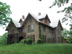 Abandoned Us Mansions | The abandoned Hoyt house, on the grounds of Norrie Point/Mills Mansion ...