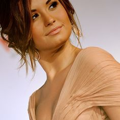 DEMI!! You are my inspriation! LOVE U DEMI! :) once a LOVATIC NERD... ALWAYS A LOVATIC NERD!! :) and that applies to the Jobros as well! :D