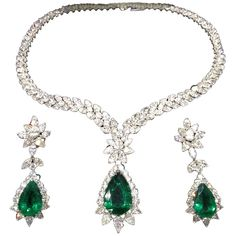 Pear Shape Emerald and Diamond Necklace and Earring Set ($325,000) ❤ liked on Polyvore featuring jewelry, necklaces, earrings, emerald, set, diamond jewelry, emerald jewelry, emerald jewellery, womens jewellery i diamond jewellery