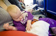 Kind schläft_im Auto_Titelbild_ FB