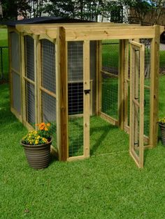 Put a kennel under the couch inside, remove side door & attach doggy door leading to outside dog house & dog run Canis, Dog Yard, Dog Pen, Pet Home, Backyard Projects, Dog Houses, Dog Life, Pets, Building