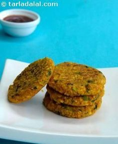 Oats Moong Dal Tikki - Sub for any chaat item or a burger pattie. Veg Recipes, Indian Food Recipes, Vegetarian Recipes, Cooking Recipes, Health Recipes, Party Recipes, Diabetic Recipes, Snack Recipes, Indian Appetizers