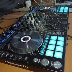 Dj Setup, Pioneer Dj, Dj Equipment, Edm, Piano, Gadgets, Music Instruments, Technology, Rock