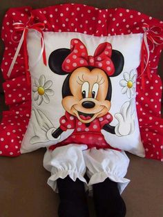Happy Birthday Sis, Minnie Mouse Toys, Sewing Crafts, Sewing Projects, Book Pillow, Plastic Bag Holders, Diy Cushion, Sewing Pillows, Fabric Dolls