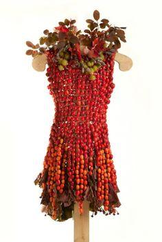 Moda ed ecologia 21 abiti fatti interamente di fiori, frutta, foglie ed erba - 1