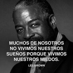 « Muchos de nosotros no vivimos nuestros sueños porque vivimos nuestros miedos. » - Les Brown #brown #sueno #miedo http://www.pandabuzz.com/es/cita-del-dia/lesbrown-miedo-soñar