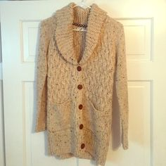 Isabella Sinclair oversized sweater Cozy oatmeal colored sweater perfect for a rainy day layered over leggings or jeans. Originally purchased from Anthropologie, never worn but tags have been removed. Anthropologie Sweaters Cardigans
