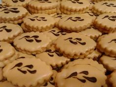 pro inspiraci Meringue Cookies, Macaroons, Advent, Beverages, Sweets, Desserts, Food, Macaroni, Tailgate Desserts