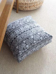 BARABASCA MADE: NÁVODY A ŠABLONY Ottoman, Throw Pillows, Sewing, Blog, Home Decor, Toss Pillows, Dressmaking, Decoration Home, Cushions