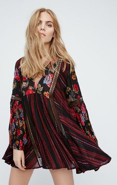 Celebrate spring with Free People's printed dresses! Choose a floral print dress for a relaxed, chic look, or a statement print dress for an edgy style. Chic Outfits, Fashion Outfits, Lace Tops, Passion For Fashion, Boho Chic, Casual Chic, Boho Fashion, Casual Dresses, Free People