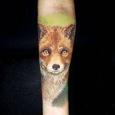 Tatuagens no braço, antebraço e pulsos para te inspirar! - Blog Tattoo2me Blackwork, Tattoos, Blog, Fox Tattoos, Abstract Art Tattoo, Body Parts, Animals, Drawings, Artists