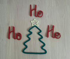 Árvore de Natal de Tricotin.  Uma ótima opção para decorar a casa e não ter trabalho com montagem e desmontagem de árvore natalina.