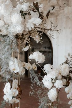 Ethereal Sculptures - The Lane. Ethereal whites and modern wedding installations. Wedding Arrangements, Wedding Bouquets, Floral Arrangements, Wedding Designs, Wedding Styles, Dream Wedding, Wedding Day, Wedding Reception, Flower Installation