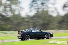 Check out Felipe Gate Moran of Chile's 1991 Honda CRX Si. Powered by a high-compression B-series powerplant this CRX knows how to hang with the big boys. Honda Crx, Honda Civic, Jdm Parts, Street Racing Cars, Race Cars, Super Cars, Track, Drag Race Cars, Runway