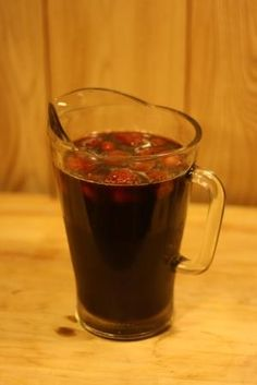 """How to make natural, healthy """"sodas"""" to cool off on hot summer days."""