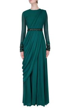 Online Shopping for saree gowns from Fashion Online. Buy Drape Saree gowns latest collection in various design and style. Indian Gowns Dresses, Modest Dresses, Stylish Dresses, Fashion Dresses, Indian Designer Outfits, Indian Outfits, Designer Dresses, Drape Gowns, Draped Dress