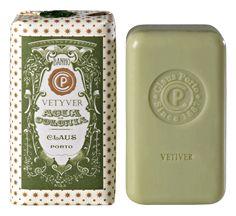A Claus Porto é uma marca centenária portuguesa que carrega um notável passado histórico, marcado pela autenticidade e pela exclusividade. De inspiração tradicional, a marca espreita a inovação, perseguindo uma filosofia de cariz artesanal pontuada pela v