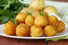 Delicious russet potatoes combined with shredded cheese, butter and egg make these wonderfully delicious Crispy Potato Bites. These Potato Bites are always a brunch favorite. Healthy Soup Recipes, Veggie Recipes, Appetizer Recipes, Great Recipes, Cooking Recipes, Appetizers, Favorite Recipes, Potato Croquettes, Potato Bites