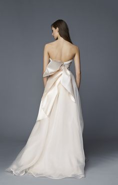 Flying Away Bridal Collection. Nives - Antonio Riva