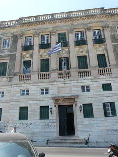 De universiteit waar Selini op haar 17de een maand een zomercursus Grieks deed (en in Corfu stad een kamer deelde met een Japanse medestudent :) is ook geen lelijk gebouw