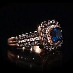High Jewelry, Luxury Jewelry, Gold Jewelry, Women Jewelry, Jewelry Rings, Emerald Ring Design, American Diamond Jewellery, Pearl Necklace Designs, Jewelry Photography