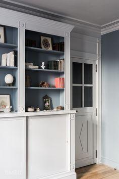 Intérieur par Grégory Timsit I Cuisine bleue, marbre blanc carrare ...