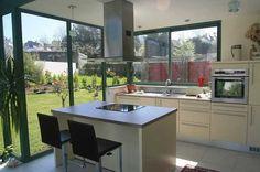 Cuisine taupe et baie vitr e r ve de cuisine dans une - Baie vitree d angle ...